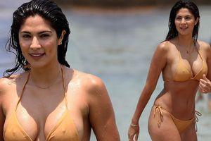 Siêu mẫu Pia Miller mặc bikini bé xíu, đẹp nổi bật ở bãi biển