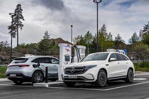 Mercedes sản xuất pin ôtô điện từ nước biển