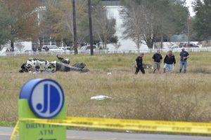 Rơi máy bay và xả súng tại Mỹ, bảy người thiệt mạng