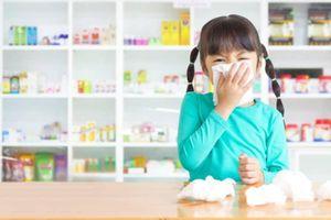 Cách phân biệt trẻ mắc cúm và bị cảm lạnh, cha mẹ cần biết để 'cứu' con