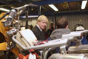 Bạn gái tặng Thủ tướng Anh xe máy cũ, giá hơn 30 triệu đồng
