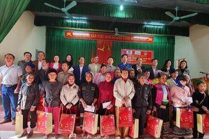 Trao 2.000 suất quà tết cho các hộ nghèo xứ Thanh