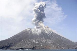 Núi lửa Anak Krakatau 'thức giấc' đe dọa hàng nghìn người dân Indonesia