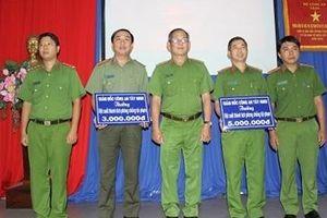 Khen thưởng 4 tập thể xuất sắc phá chuyên án trộm, ma túy, thuốc lá lậu