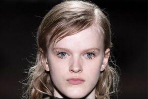 Gợi ý make up cho đôi mắt kim tuyến lấp lánh mùa lễ hội