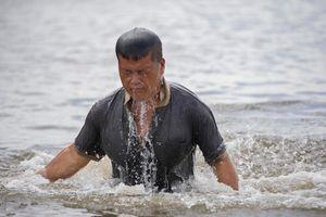 Hiệp sĩ mù 40 năm lặn biển mưu sinh