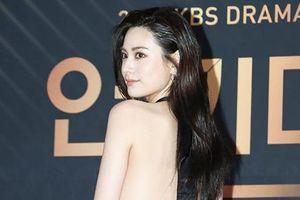 Người đẹp Hàn khoe lưng trần trên thảm đỏ