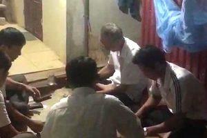 Kỷ luật hai cán bộ xã đánh bài tại công sở