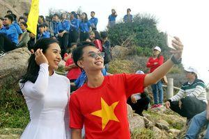 Chào cờ đầu năm mới ở điểm cực Đông đất liền Tổ quốc