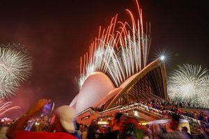 Thế giới rộn ràng bước sang năm 2020 với pháo hoa và hy vọng