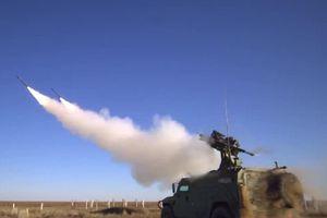Xe Nga vừa đi vừa phóng tên lửa, xé nát máy bay không người lái