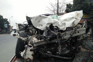 Bắc Giang: Xe con đâm thẳng vào đuôi xe ben cùng chiều, 1 người tử vong
