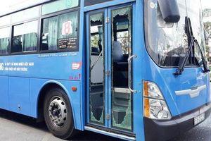 TP. Hồ Chí Minh yêu cầu công an vào cuộc điều tra nhóm côn đồ dùng hung khí tấn công xe buýt