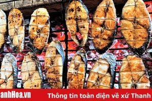 Cá Thu nướng, món quà 'quê' hút khách ngày Tết
