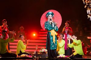 Lệ Quyên biểu diễn cùng mẹ 80 tuổi trong Q show 2 gây xúc động