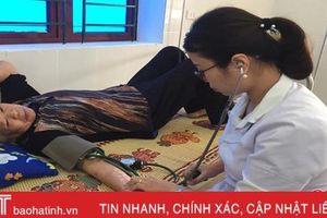 100 người dân xã Thạch Sơn được khám, cấp thuốc miễn phí
