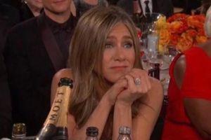 Jennifer Aniston chăm chú dõi theo Brad Pitt tại Quả cầu vàng