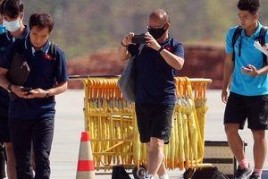 HLV Park Hang-seo nhờ cảnh sát Thái Lan ngăn quay phim, chụp ảnh ở khách sạn