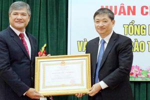 UBND phường Hải Châu 1 đón nhận Huân chương Lao động hạng Ba