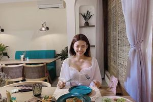 Không ngờ vợ chưa cưới Phan Mạnh Quỳnh ăn mặc nóng bỏng đến vậy
