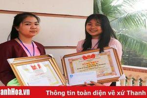 Khen thưởng hai nữ sinh trường Dân tộc Nội trú Thanh Hóa nhặt được của rơi trả người đánh mất