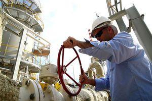 Giá dầu quay đầu giảm hơn 1% bất chấp leo thang căng thẳng Mỹ - Iran