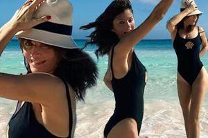 Siêu mẫu 51 tuổi Helena Christensen chuộng khoe ngực táo bạo
