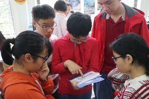 Học sinh khiếm thính hồ hởi học Toán dù 'tai không nghe, miệng không nói'
