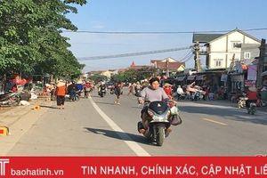'Bắt cóc bỏ dĩa', nhiều địa phương ở Hà Tĩnh tái diễn nạn họp chợ lấn đường!