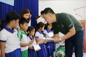 Mang Tết đến với học sinh nghèo, gia đình chính sách