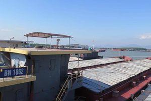 Bất thường tạm giữ 35 tàu ở Quảng Ninh