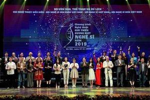 Hàng trăm nghệ sĩ dự đêm vinh danh gương mặt nổi bật năm 2019