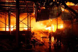 Cháy nhà máy Rạng Đông, nước sông Đà nhiễm dầu lọt top sự kiện TNMT