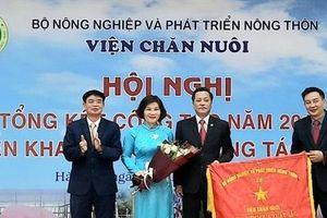 Viện Chăn nuôi nhận Bằng khen của Thủ tướng và Cờ Thi đua của Bộ NN-PTNT