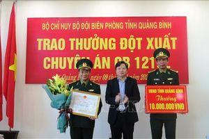 Khen thưởng lực lượng triệt phá đường dây mua bán, vận chuyển 60.000 viên ma túy