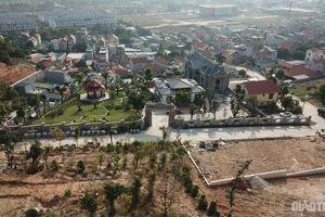 'Xóm biệt thự' không phép Quảng Ninh: Chính quyền thờ ơ để chủ hộ vui Tết?