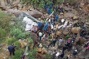 Lai Châu: Xe ô tô tải lao xuống suối, 3 người tử vong