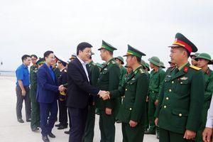 Đồng chí Phó Chủ tịch HĐND tỉnh chúc Tết quân và dân huyện đảo Cô Tô