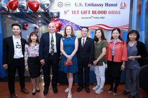 Đại sứ quán Mỹ trao tặng 'Món quà Cuộc sống' trong Ngày hội Hiến máu nhân dịp Tết Nguyên Đán