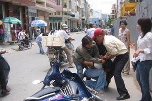 Chặn xe người dân đòi tiền, trung tá công an bị kỷ luật