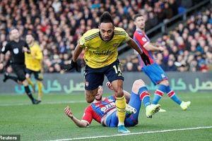 Arsenal chia điểm trên sân của Crystal Palace