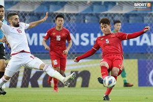 Hành động 'không đẹp' của tiền vệ U23 Việt Nam với trọng tài Taqi trong trận ra quân gặp U23 UAE