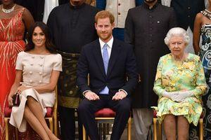 Tiết lộ hai hành động của Nữ hoàng có thể khiến Harry và Meghan quyết định rời hoàng gia