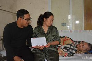 Báo Giao thông trao quà Tết tới gia đình nạn nhân TNGT ở Quảng Ninh