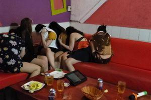 Đột kích quán karaoke, công an bắt quả tang 7 nữ tiếp viên khỏa thân phục vụ khách