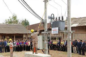 Cấp điện cho hàng trăm hộ dân ở miền núi Sơn La
