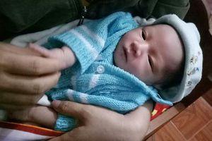 Hà Tĩnh: Bé trai sơ sinh bị bỏ rơi cùng bức thư của người mẹ