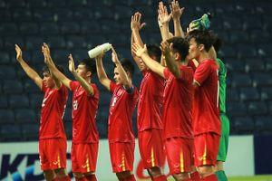 U23 Việt Nam vỗ tay kiểu Viking tri ân khán giả
