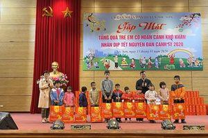 Sóc Sơn trao tặng 140 triệu đồng quà Tết cho trẻ em có hoàn cảnh khó khăn