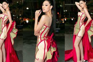 Hoa hậu Khánh Vân mặc trang phục với thông điệp bảo vệ làng nghề làm chiếu